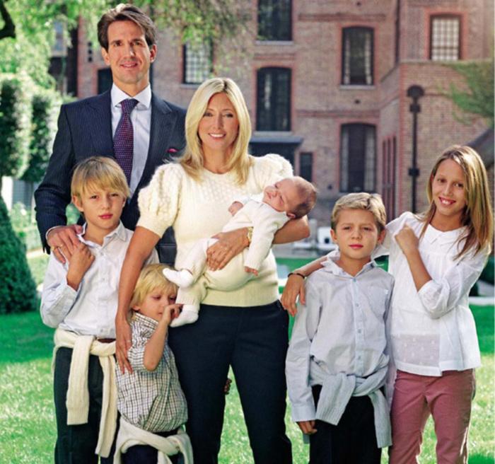 Счастливая семейная чета. \ Фото: papermagr.ms.