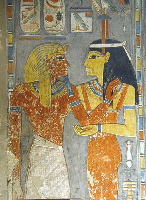 Аментет (справа) приветствует фараона Хоремхеба в его гробнице. \ Фото: eremnews.com.
