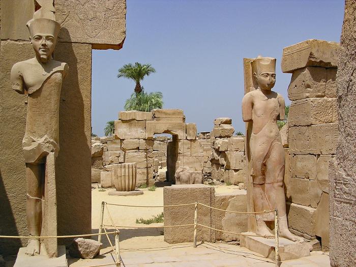 Колосс Амонет в Карнакском храме в Луксоре. \ Фото: geisatravel.com.ar.