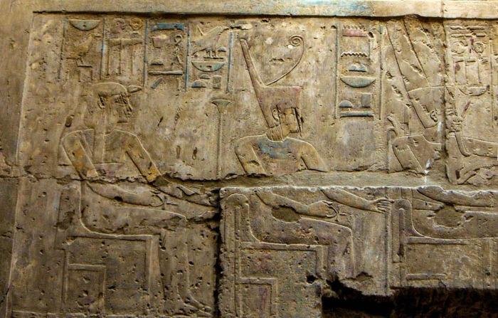 Слева направо: Мут, Амонет и Амон изображены во времена 18-й династии. \ Фото: google.com.
