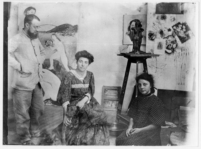 Матисс с женой и дочерью в студии в Коллиуре, лето 1907 года. \ Фото: pinterest.ch.