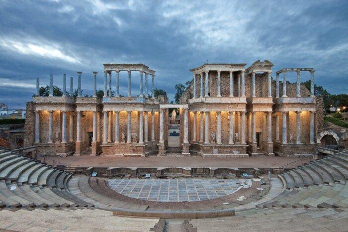 Римский театр в Мериде, Испания. \ Фото: autofurgo.es.