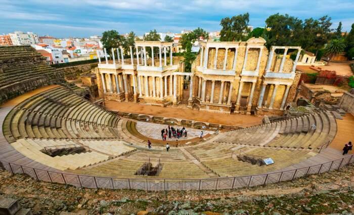 Римский театр, построенный около 16-15 гг. до н. э., Мерида. \ Фото: destinotrujillo.com.
