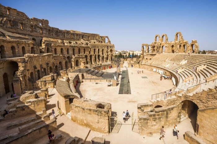 Руины амфитеатра Эль-Джем, построенного в 238 году н. э. \ Фото: 6nights.es.