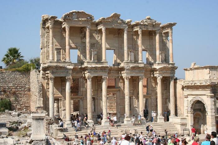 Библиотека Цельса в Эфесе, Турция. \ Фото: ephesus.us.