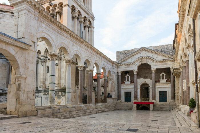 Дворец Диоклетиана в Сплите, Хорватия. \ Фото: britannica.com.