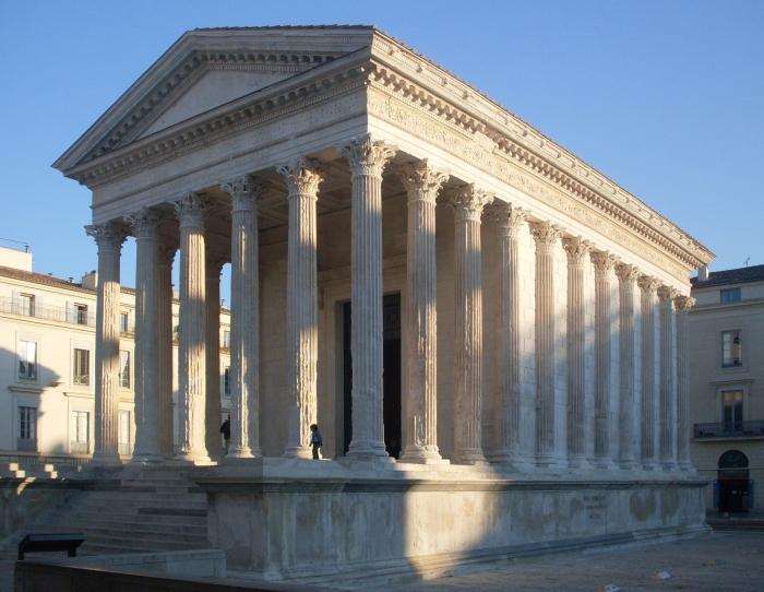 Квадратный Дом в Ниме, Франция. \ Фото: mapcarta.com.
