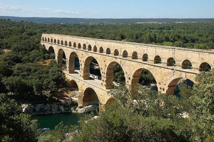 Пон-дю-Гар, построен около 40-60 гг. н. э., Франция. \ Фото: sitytrail.com.