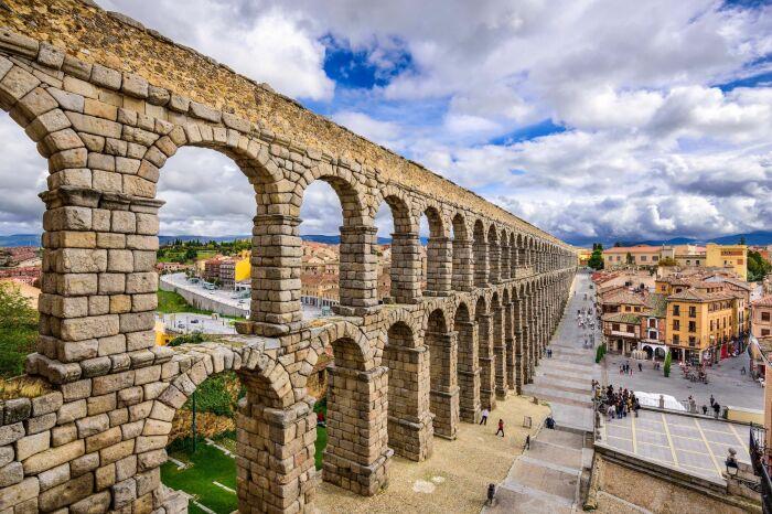 Акведук в Сеговии, Испания. \ Фото: pinterest.com.