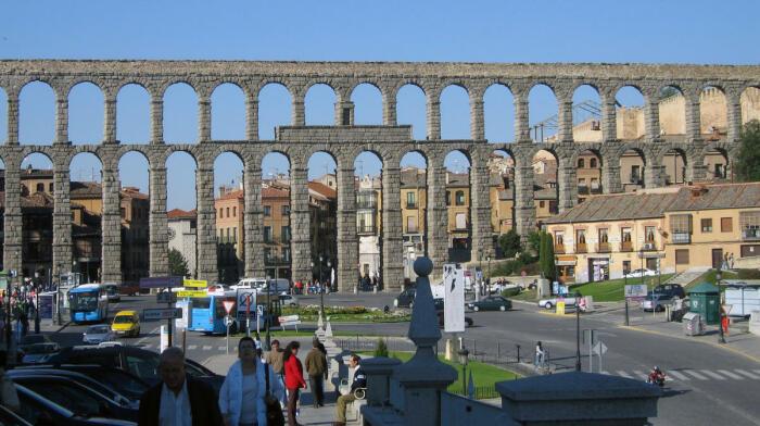 Акведук Сеговии, построенный примерно во II веке н. э. \ Фото: wmf.org.