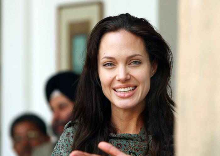 Она научилась улыбаться проблемам в лицо. \ Фото: popsugar.com.