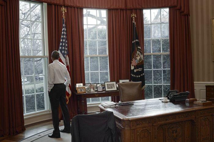 Барак Обама Овальный кабинет, Вашингтон, округ Колумбия, 2017 год. \ Фото: newsweek.com.