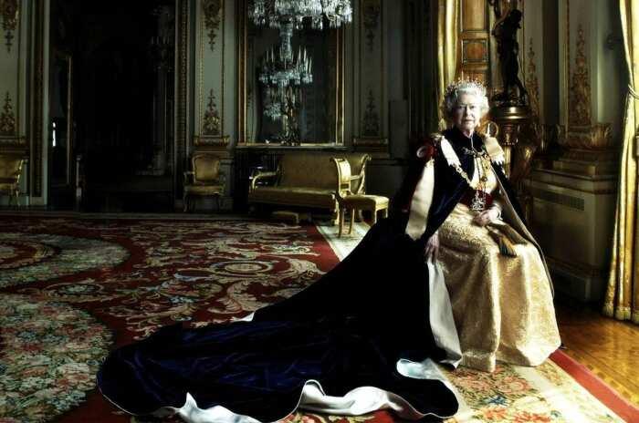 Ее Величество Королева Елизавета II в мантии, Букингемский дворец, Энни Лейбовиц, 2007 год.