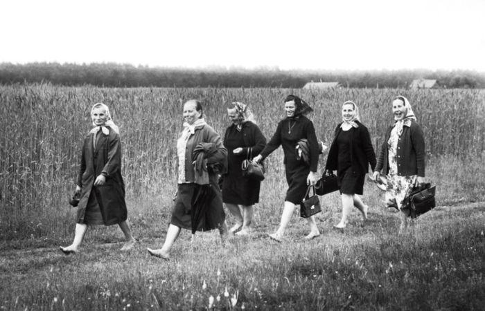 Из церкви, 1975 год. Автор: Antanas Sutkus.