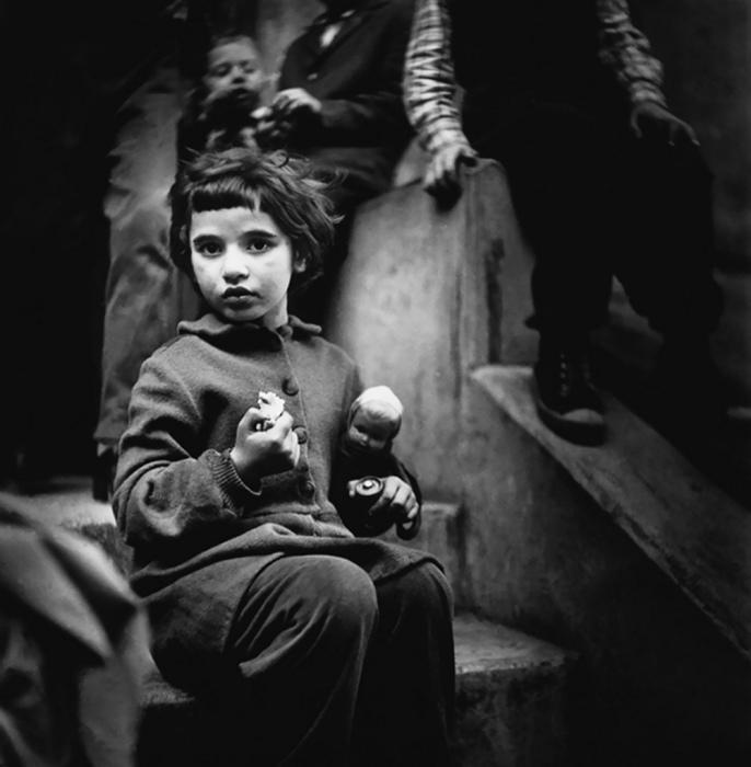 Игрушки, 1965 год. Автор: Antanas Sutkus.