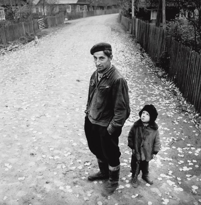 Деревенская улица, 1969 год. Автор: Antanas Sutkus.