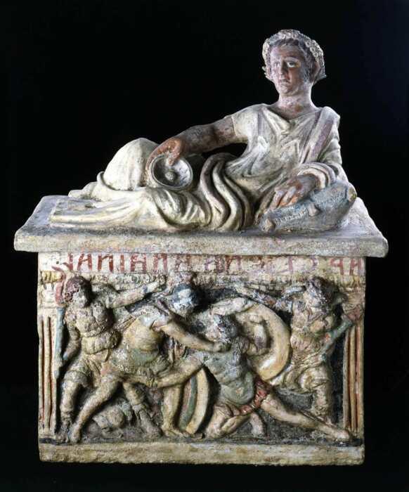 Погребальная урна из гробницы Цейкны, изображающая смерть Этеокла и Полиника, 200-150 гг. до н. э. \ Фото: galleriabazzanti.it.