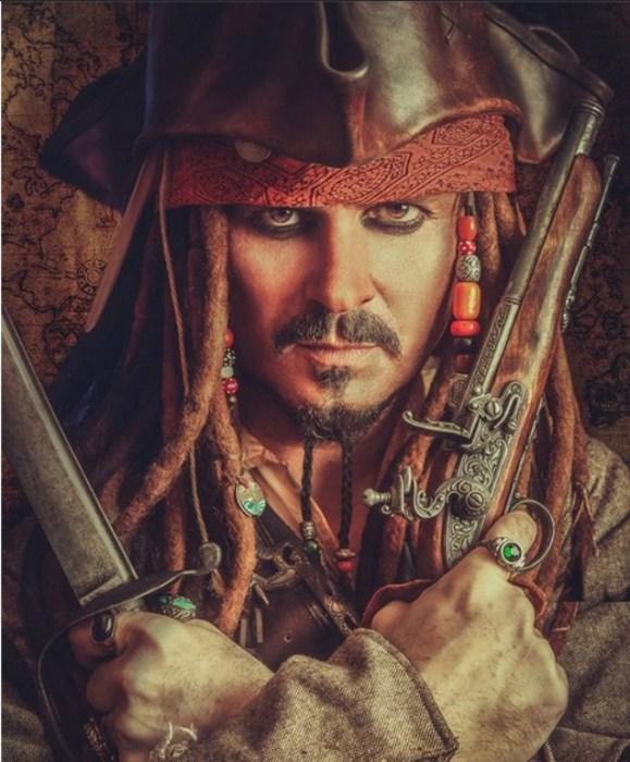 Jack Sparrow (Джек Воробей) — капитан из фильма «Пираты Карибского моря». Автор работы: фотохудожник Антти Карппинен (Antti Karppinen).