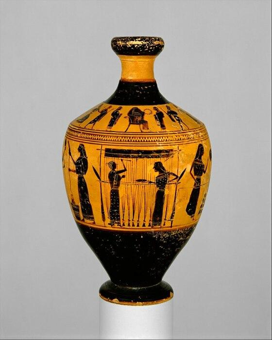 Терракотовый лекитос с женщинами, делающими шерстяную ткань, приписываемый художнику Амасису, ок. 550-530 до н. э. \ Фото: ar.wikipedia.org.