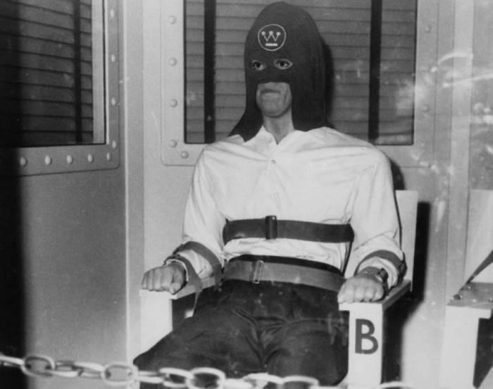 Приговорённый к смерти в газовой камере. Автор: Arthur Fellig (Weegee).