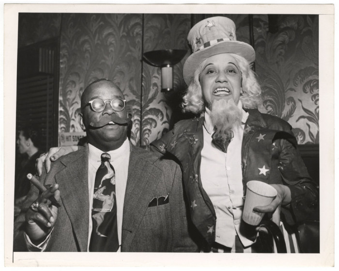 Дядя Сэм с другом, 1945 год. Автор: Arthur Fellig (Weegee).