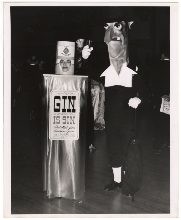 Джин – это грех, Калифорния, 1950 год. Автор: Arthur Fellig (Weegee).
