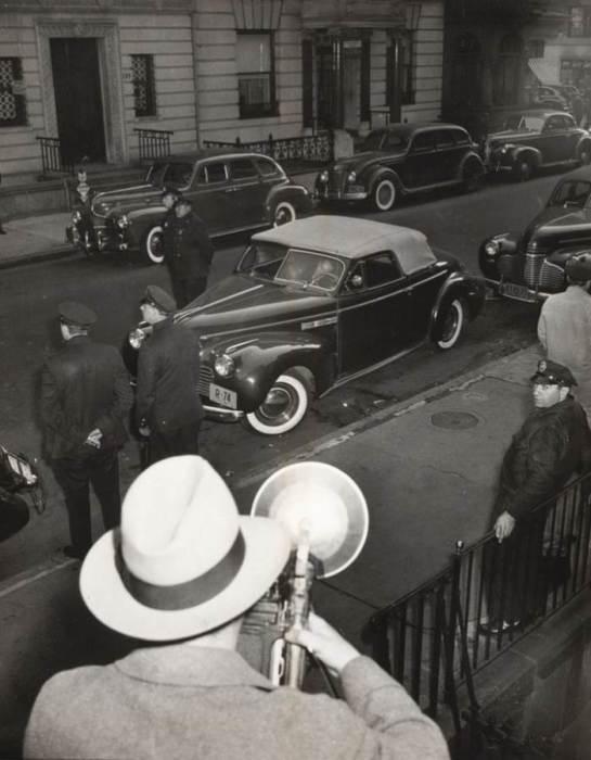 Гэрри Максвелл, застреленный в собственной машине. Автор: Arthur Fellig (Weegee).