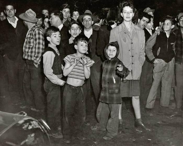 На месте убийства в Ист-Сайде. Автор: Arthur Fellig (Weegee).