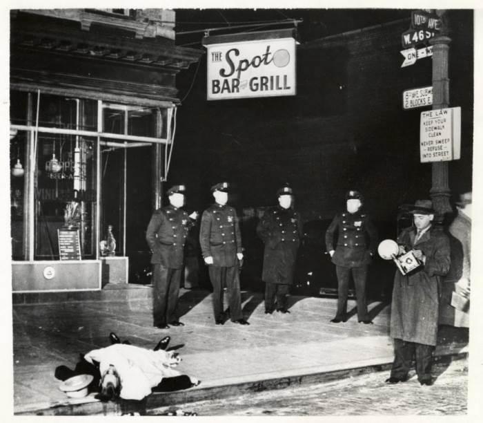 Виджи на месте убийства. Автор: Arthur Fellig (Weegee).