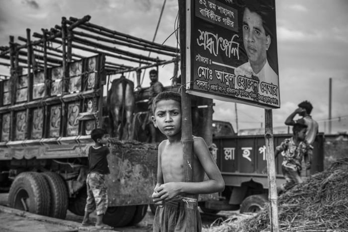 2 место: «Мальчик на обочине дороги». Автор фото: Янин Чжао, Китай.
