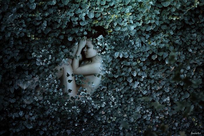 Волшебные просторы и загадочные женские образы на фотокартинах с нотками сюра