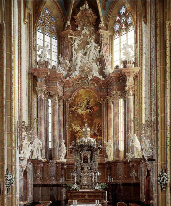 Серебряный алтарь в стиле барокко, Брно. \ Фото: adaclinik.com.