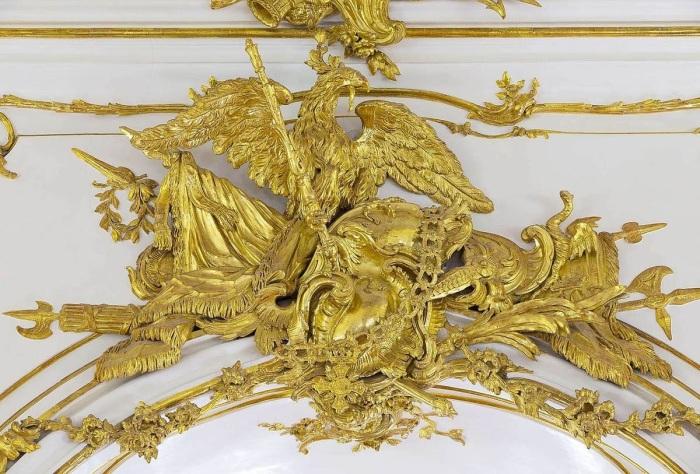 Золотая деталь из Небольшой галереи дворца Шёнбрунн в Вене. \ Фото: flipboard.com.