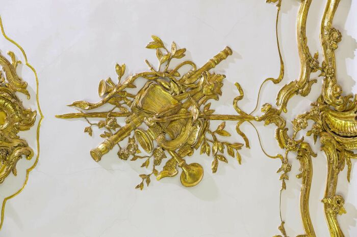 Фрагмент золотой детали, Небольшая галерея дворца Шёнбрунн в Вене. \ Фото: pinterest.com.