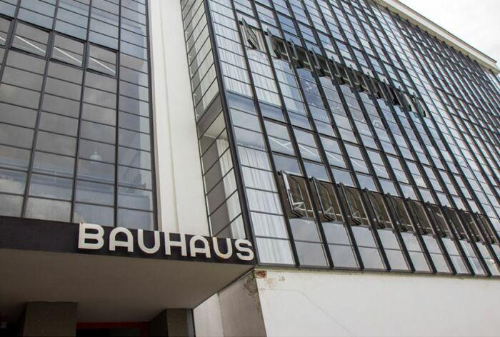 Здание Баухауса, вход (наши дни). \ Фото: blogdesbourians.fr.