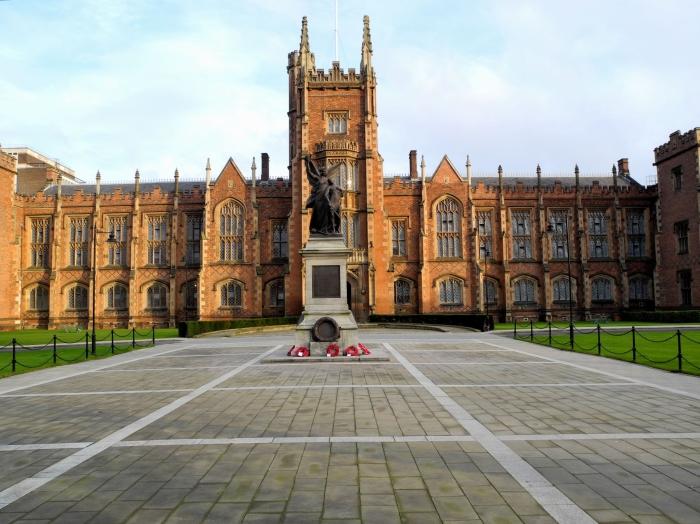 Королевский университет в Белфасте. \ Фото: fotolanding.com.