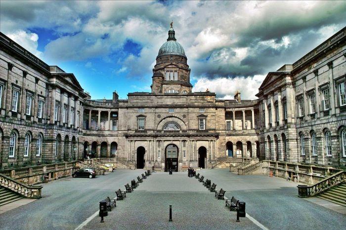 Эдинбургский университет. \ Фото: missilechannel.blog.fc2.com.