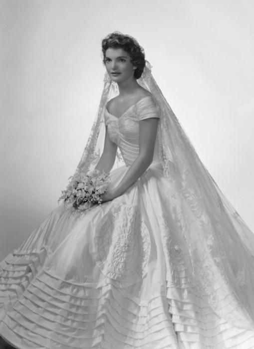 Свадебное платье Джеки Кеннеди. \ Фото: aufeminin.com.