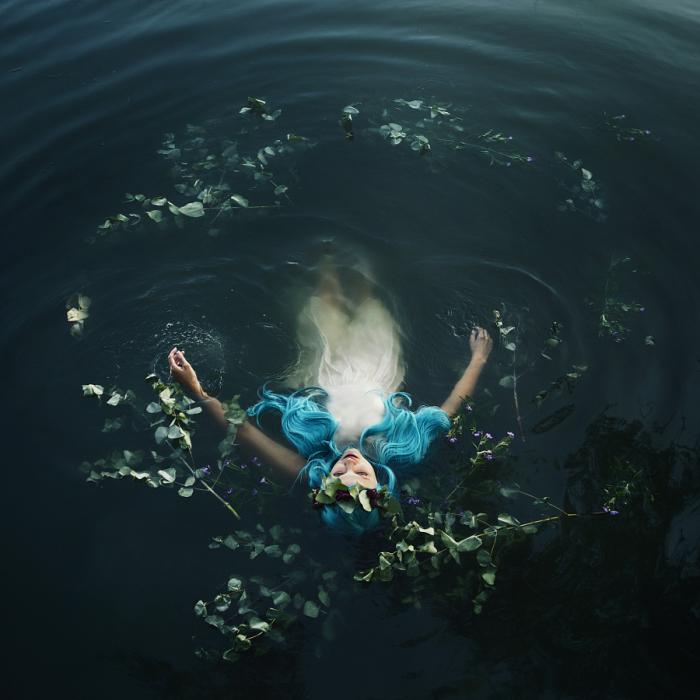 Волшебные миры. Темные воды. Автор фото: Bella Kotak.