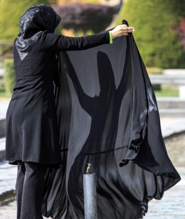 Игры с тенью. Исфахан. Автор фото: Бернард Руссо (Bernard Russo).