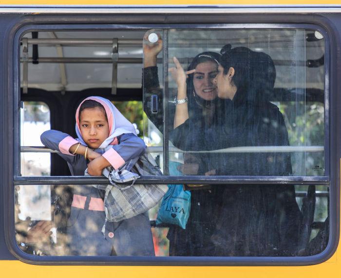 Сцена в автобусе. Шираз. Автор фото: Бернард Руссо (Bernard Russo).