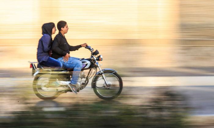 По дороге в Шираз. Автор фото: Бернард Руссо (Bernard Russo).