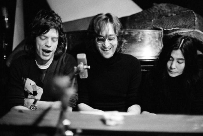 Мик Джаггер (Mick Jagger), Джон Леннон (John Lennon) и Йоко Оно (Yoko Ono), 1972 год. Автор фото: Bob Gruen.
