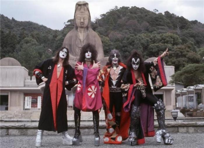 Kiss, Киото, Япония, 1977 год. Автор фото: Bob Gruen.
