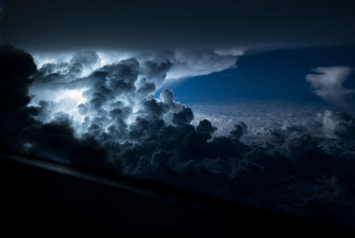 Шторм в нескольких милях от Ямайки. Автор: Santiago Borja Lopez.