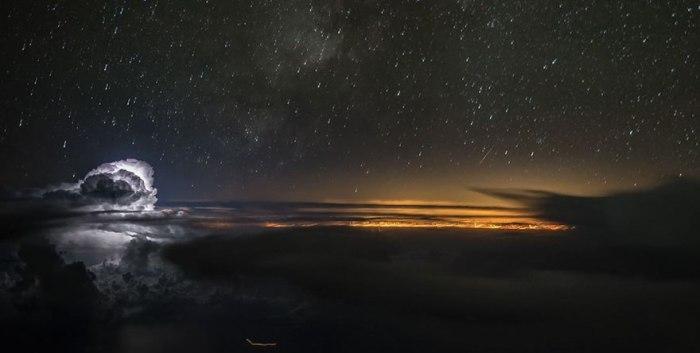 Ночное небо. Автор: Santiago Borja Lopez.