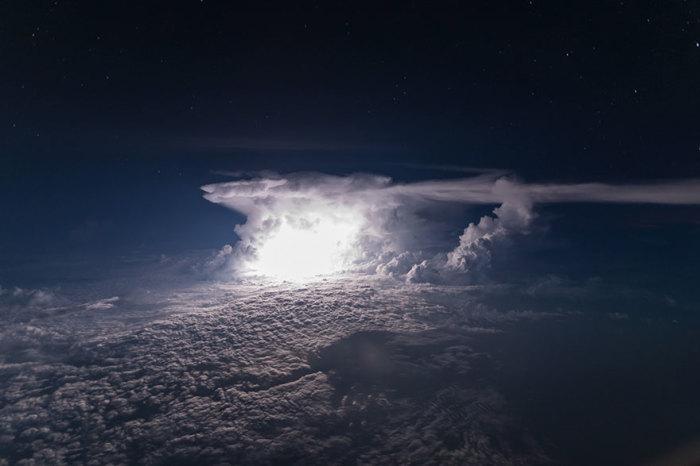 Буря позади Колумбийской Амазонии. Автор: Santiago Borja Lopez.