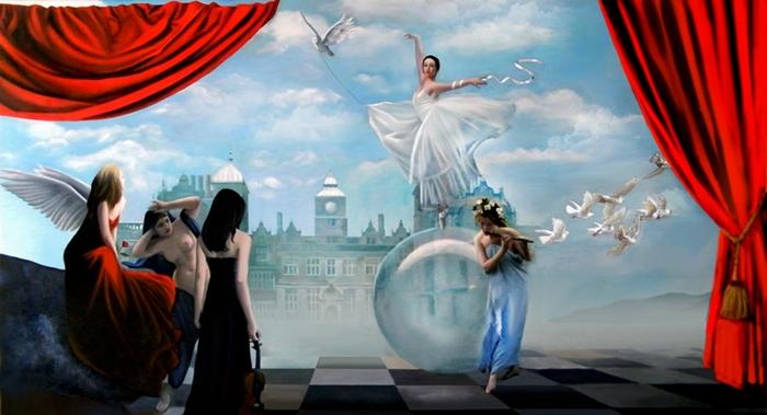 Девушка на стеклянном шаре. Автор: Brita Seifert.
