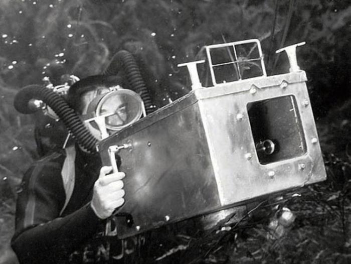 Специальный водонепроницаемый бокс, который соорудил сам фотограф Брюс Мозерт (Bruce Mozert).