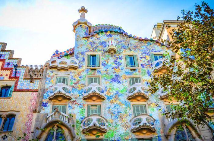 Мозаичный дом.